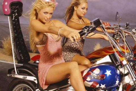 Paris Hilton gây xôn xao làng đua MotoGP