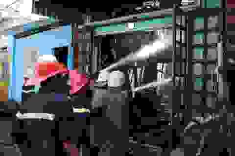 Một tài xế taxi quên mình cứu người trong đám cháy