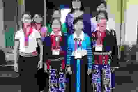 Cô giáo miền xuôi gần 30 năm gắn bó với bản làng