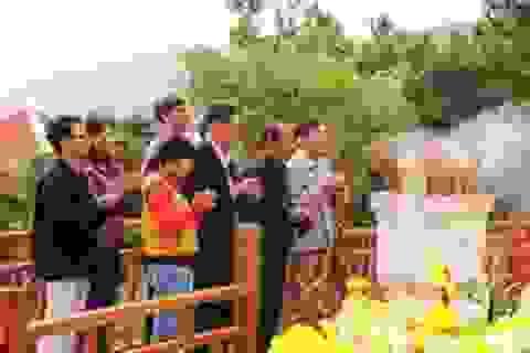Hàng ngàn người đến viếng mộ Đại tướng ngày lễ thất tuần