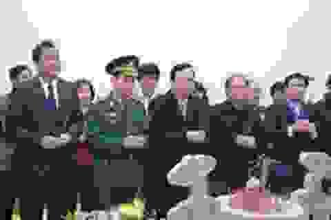 Phó Chủ tịch Quốc hội dâng hương viếng mộ Đại tướng Võ Nguyên Giáp