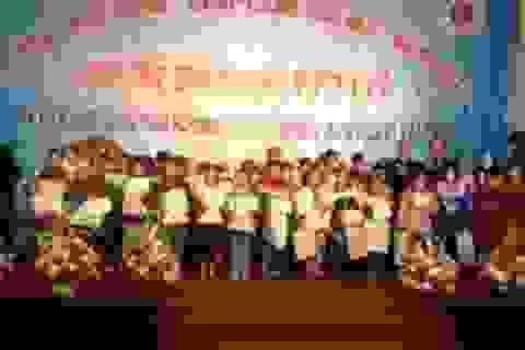 Quảng Bình: Trao gần 800 suất học bổng đến học sinh nghèo vượt khó