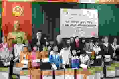 Quảng Bình: Trao 120 triệu đồng đến học sinh nghèo