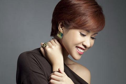 Quán quân Vietnam Idol Uyên Linh thử thách với nhạc đỏ