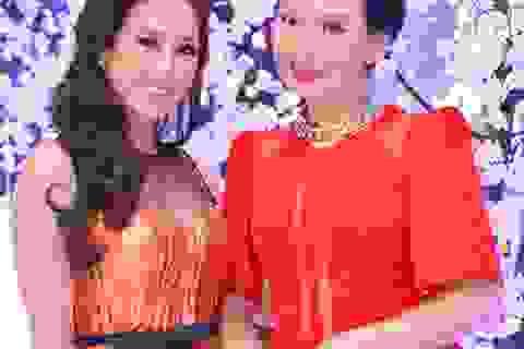 Hoa hậu Thu Hoài rực rỡ bên cạnh NSƯT Mỹ Uyên