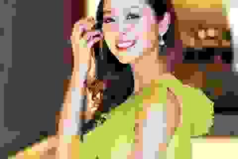 Hoa hậu Jennifer Phạm đẹp rạng rỡ