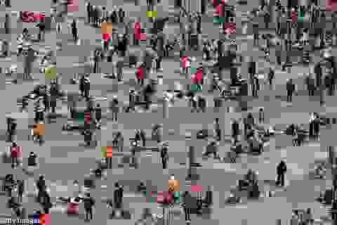 """Tới Hàn Quốc """"đục sông băng""""… để săn cá hồi"""