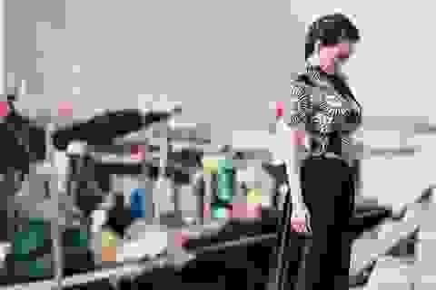 Hoa hậu quý bà châu Á diện áo dài giữa Hạ Long nên thơ