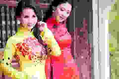 Hai hoa hậu Quý bà đọ dáng với áo dài