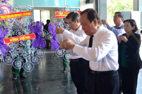 Lãnh đạo TPHCM viếng hai nhạc sĩ Phan Huỳnh Điểu và Phan Nhân