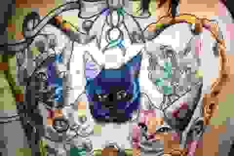 Thiếu nữ xăm hình 5 con mèo lên lưng