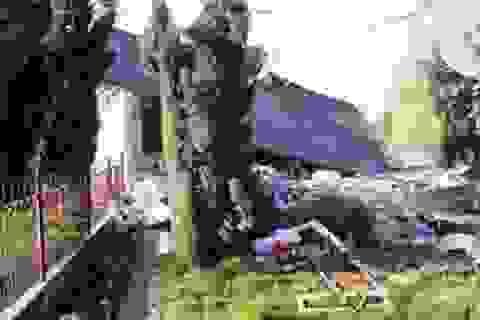 Chồng đánh sập nhà vì vợ con đi dã ngoại không rủ
