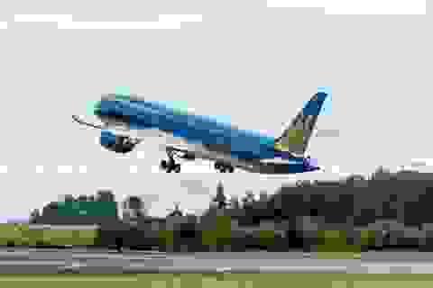 Boeing 787 của Việt Nam bay trình diễn tại triển lãm hàng không quốc tế
