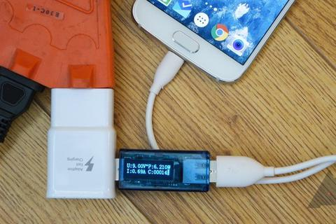 Sử dụng smartphone trong lúc sạc làm giảm lượng điện nạp vào