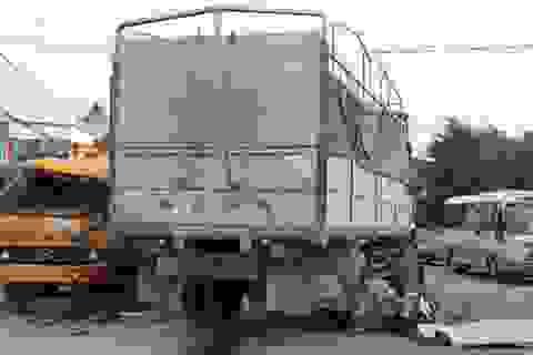 Truy tìm tài xế xe tải đâm chết người rồi bỏ trốn