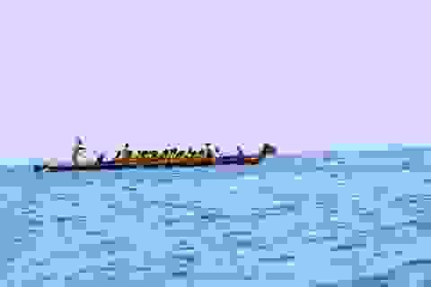 Hàng ngàn người cổ vũ náo nhiệt đua thuyền trên biển Cửa Lò