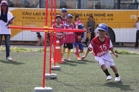 """Hàng trăm """"cầu thủ nhí"""" tham gia trại hè bóng đá 2015"""