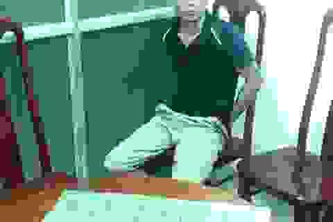 Hà Nội: Bắt đối tượng xách 5 bánh heroin đứng bên đường