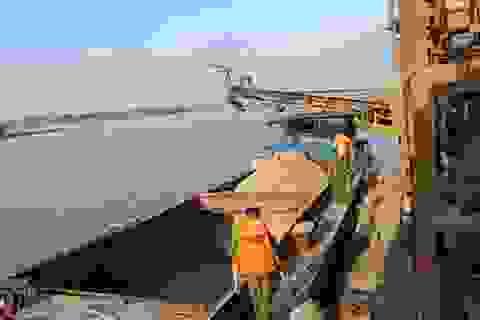 """Hà Nội: Hóa trang ngư dân, """"bắt sống"""" cát tặc trên sông Hồng"""