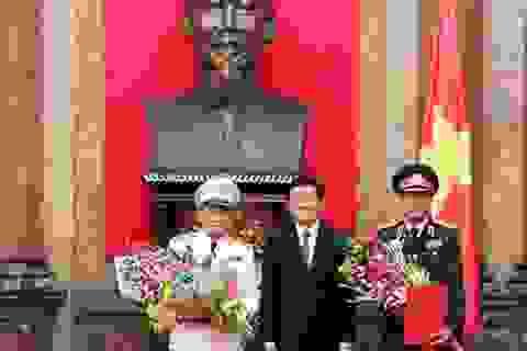 Phong quân hàm Thượng tướng cho hai sỹ quan