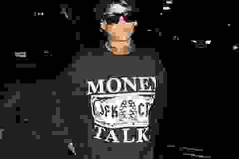 """Rihanna vẫn còn nhớ """"tình cũ"""" Chris Brown?"""