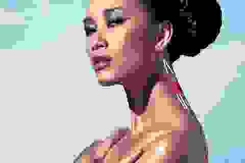 """Quán quân Vietnam's Next Top Model 2010 """"nóng bỏng"""" trên cát"""