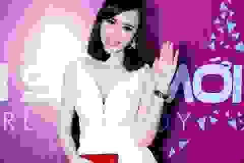 Angela Phương Trinh bất ngờ ngồi ghế giám khảo