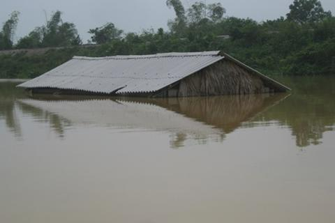 Nước lại dâng ngập tận nóc nhà vì thủy điện xả lũ