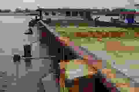 Bắt giữ 16 sà lan, ghe bầu hút cát trái phép trên sông Mỏ Nhát