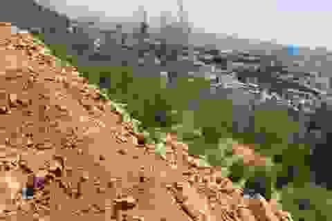 Tự ý san lấp đất trên núi gây nguy hiểm cho người dân