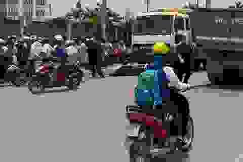 Xe máy va chạm xe ben, một học sinh tử vong