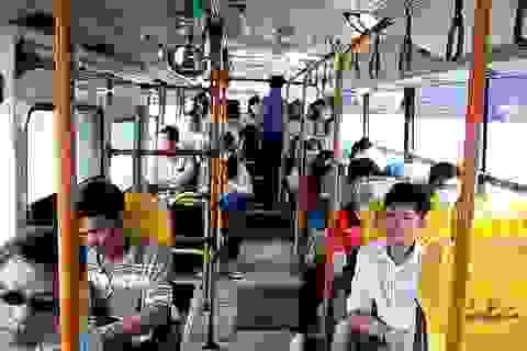 """Camera trên xe buýt """"bắt"""" kẻ móc túi, sàm sỡ như thế nào?"""