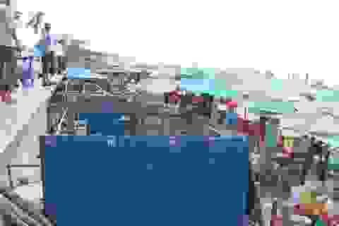 Tháo dỡ hàng chục ki ốt trái phép ven bờ biển