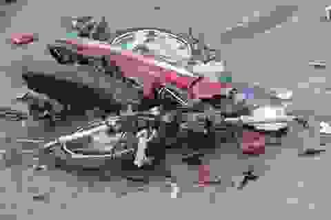Bố mẹ cùng con nhỏ tử nạn vì xe bồn