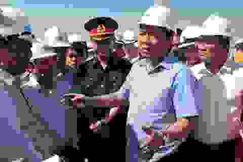 """Bộ trưởng Thăng thị sát mở luồng sông Hậu: """"Các anh toàn báo cáo láo"""""""