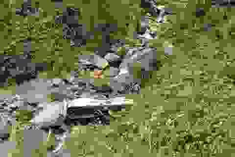 Xe bồn lao xuống vực sâu 100m, lái xe thoát thân an toàn