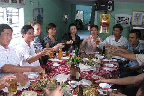 """Người dân Đà Nẵng hân hoan """"mở tiệc"""" mừng 40 năm giải phóng"""