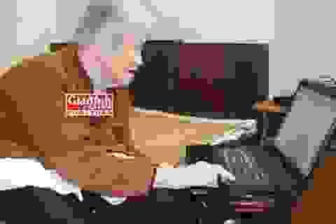 Choáng cụ bà 94 tuổi sáng tác tiểu thuyết ngàn trang trên… máy tính