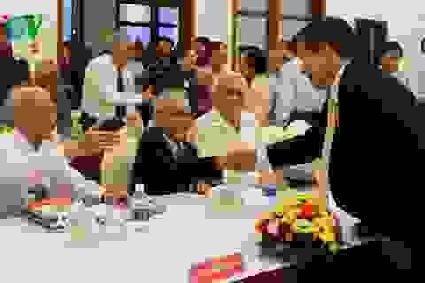 Họp mặt những người tham gia hoạt động ở Hội nghị Paris