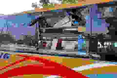 """Bốn xe khách bị ném đá """"như mưa"""", hành khách bị thương"""