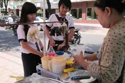 Sài Gòn nắng quay quắt, hàng giải nhiệt đắt khách