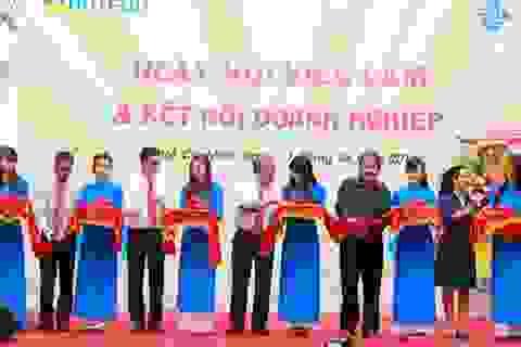 870 sinh viên HUTECH được tuyển dụng trong Ngày hội việc làm 2015