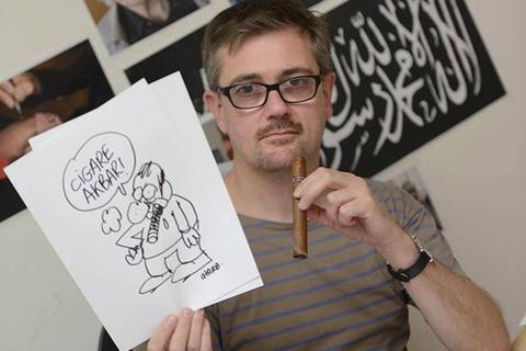 """Trưởng họa sỹ của Charlie Hebdo bị chỉ trích """"đẩy đồng nghiệp đến chỗ chết"""""""
