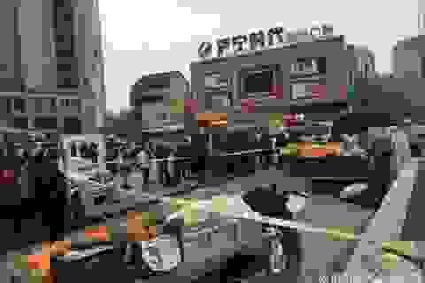 Trung Quốc: Bố vô tình cán chết con trai khi chạy trốn quản lý đô thị
