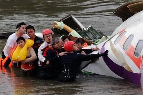 Cựu bác sỹ quân y 72 tuổi cứu 4 hành khách trên máy bay Đài Loan