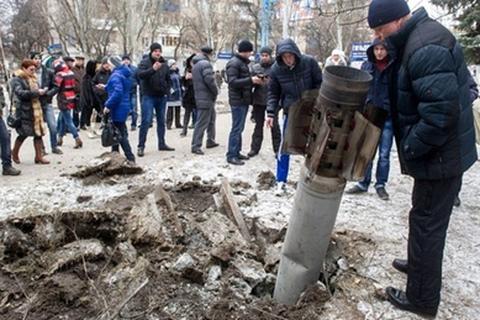 Phe ly khai nã tên lửa vào trụ sở quân đội Ukraine, 7 người chết