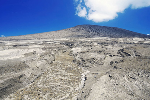 Núi lửa phun trào tạo đảo mới ở Nam Thái Bình Dương