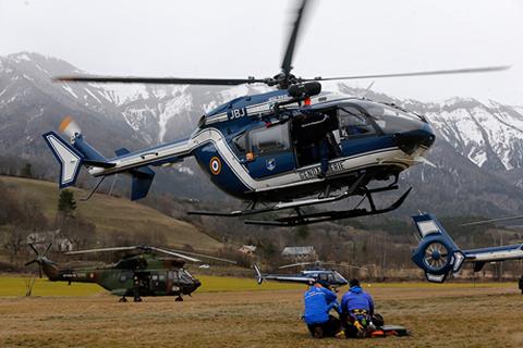 Trực thăng Pháp bắt đầu thu thập thi thể nạn nhân máy bay Đức