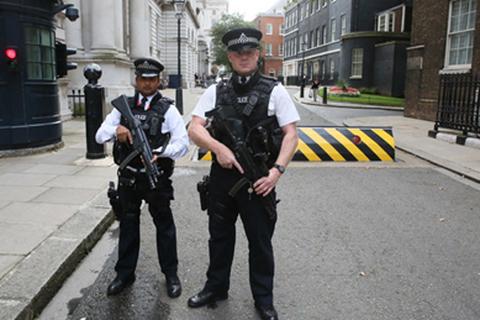 Hai thiếu niên Anh bị bắt vì âm mưu khủng bố