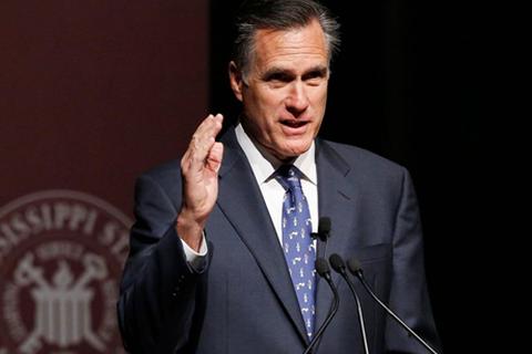"""Mitt Romney: Đừng biến Hillary Clinton thành """"người phụ nữ của công chúng"""""""